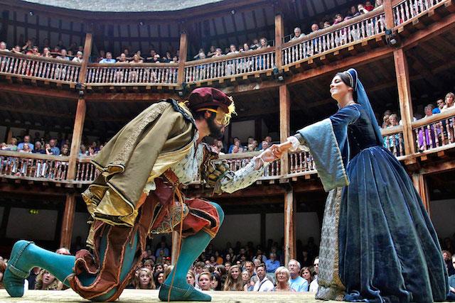 Peça de Teatro no Shakespeare Globe Theatre