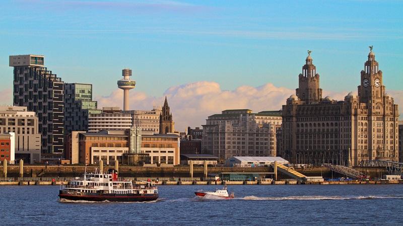 Passeio de barco pelo Rio Mersey em Liverpool