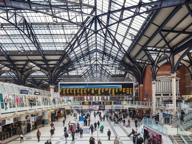 Viagem de trem de Londres a Liverpool