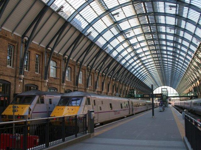 Viagem de trem de Liverpool a Londres