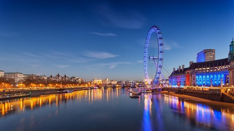 London Eye em Londres à noite